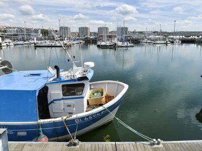 Bateau de pêche dans le port de Boulogne